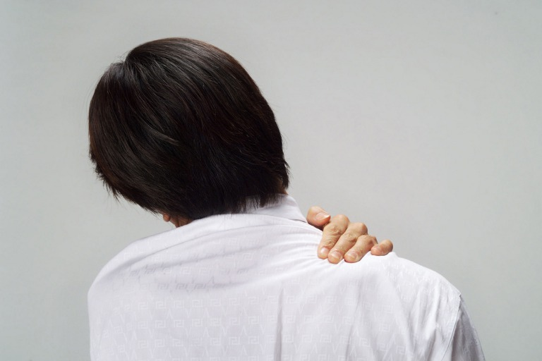四十肩・五十肩をマットレスと枕で改善